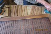 引き戸の欅飾り板を外し磨き修理をします。