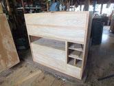 時代箪笥の前板を新しく作り枠に合うように仕込んでいきます。