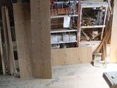 分解した骨組みの他、側板、棚板、裏板、天板などを木地を出しました。