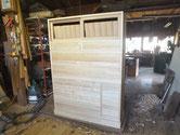 引出の前板を削りつけ、側板を削り本体にしましこみました。
