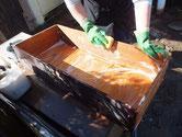関市より修理依頼の時代箪笥の引出を洗っています。前板は再利用できない為、交換します。