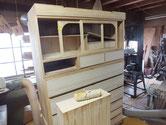 引出全面にカルカヤをかけ柾目を立て仕上がりを良くさせます。