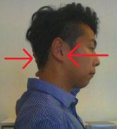 首の骨と骨の間隔をあけるストレッチ