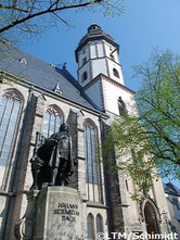 聖トーマス教会とバッハ像