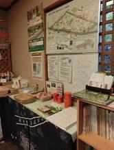 中は、小平に関する各種案内物や名産品でいっぱいでスタンプをその中に発見!
