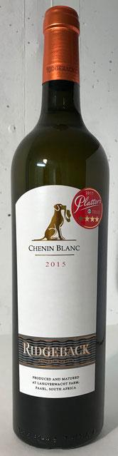 Ridgeback Chenin Blanc – 2015  Der Ridgeback Chenin Blanc 2015 duftet nach Orangenblüten, Ananas und Zitronzesten. Am Gaumen frisch und saftig mit Anklängen an Maracuja und Papaya.