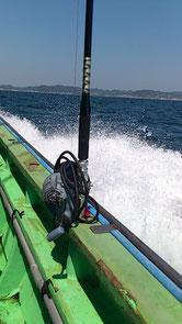 帰りの船から。自慢の深海魚用釣り具一式。