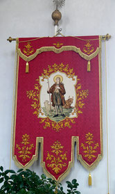 https://commons.wikimedia.org/wiki/File:Stafflangen_Pfarrkirche_Kirchenfahne.jpg