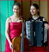 Duo Escarlata, Daniela Hunziker (Violoncello) &  Ina Callejas (Akkordeon), klassiches Konzert 2016Kl