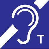 """Piktogramm """"Stilisiertes Ohr mit angedeutetem nicht durchgehenden diagonalen Negationsstreifen"""" mit Kennbuchstaben T als Hinweis auf eine IndukTive Höranlage"""
