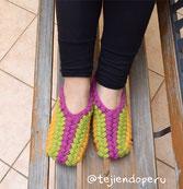 Cómo tejer pantuflas con flor para damas a crochet