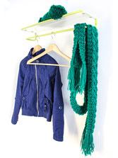 funktionale und platzsparende Schuhgarderobe und Kleiderablge, durch die geringe Teife gut für den kleinen Flur