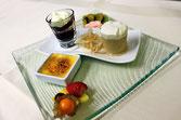 Menue Karussell, Schichttörtchen vom HUGO / Himbeerragout /  Macadamia Crème Brûlèe / Latte Macchiato Parfait /  Blutorangen-Espuma