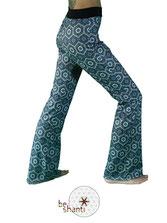 Yogahose Jogginghose für Frauen Fair gehandelt Fair Trade Fairer lokaler Handel petrol Mandala Hippie Flowerpower Seventies bequem gemütlich locker lässig elastisch Wohlfühlen Wellness Faulenzen Chillen Relaxen Yoga Workout Meditation Tanz Reisen Spandex