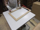 箪笥の引出や戸枠など前面部はおふくろのロウ磨き担当です。