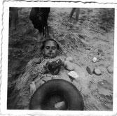 Johannes ( Hans ) vergraben im Ostseesand