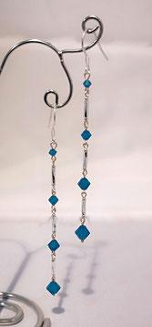 Boucles d'oreille en girandoles de cristal bleu