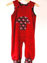 Lumpenprinzessin Strampelhose Nicky rot dunkelrot mit Pilzen rot braun. Handarbeit Nähen. Genähtes, hergestellt in Deutschland