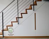 Einbauschrank unter Treppe mit innenliegender Garderobe in weiß lackiert und flächenbündig eingefräste Eiche-Griffleisten, Treppenschrank mit Eiche-Griffleiste, Garderobe unter Treppe,Einbauschrank unter Treppe mit innenliegender Garderobe in weiß