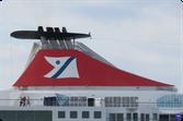 Des cargos et diverses embarcations