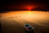 Annexe davant le couché de soleil rouge, vision bretonne