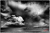 formes nuageuses impressionantes sur le village breton