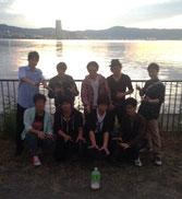 琵琶湖背景に写真撮影