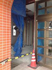 玄関左側にエレベータスペースが空けられた。