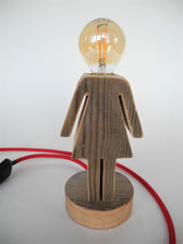 Lampe Altholz Frau