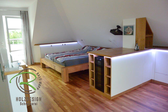 Mansarden-Einbauschränke für offenen Wohnraum mit Dachschräge in Eiche furniert u. weißen Fronten mit 2-Zonen Weintemperierschrank