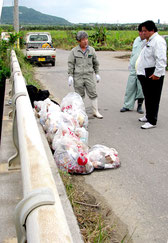 11袋分の家庭ゴミを回収した現場=11日午後