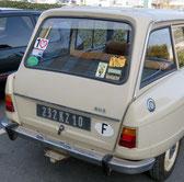 Pubs diverses sur vitre arrière de Citroën Ami 8