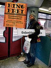"""Einmal rum um Berlin und seine Orte entdecken: Das Buch """"Ring frei"""" des Vergangenheitsverlages lädt zur S-Bahn-Fahrt. Fotos (2): Vergangenheitsverlag"""