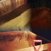 米ぬか酵素風呂の手入れ風景