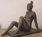 sculpture femme nu assis