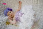 Neugeborenen BAby Mädchen Strick Mütze Strickmütze Kindermütze Babymütze Beanie mit Blüte Kindershooting Babyshooting Neugeborenenshooting