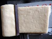 Plier la pâte sur le chocolat et deposer la seconde barre sur la pliure