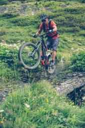 e-Mountainbikes und Ausstattung können Sie in Ravensburg vergleichen und kaufen.