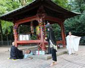 6.August - am Tempel mit Weltfriedensglocke