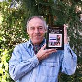 Der Autor mit seinem 7. Roman, 'Das Geheimnis um YOG'TZE