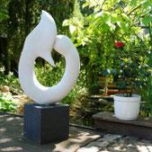 Marmorskulptur im Garten der Kunstberatung Bild und Raum