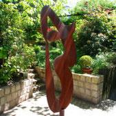 Eisenskulptur im Garten der Kunstagentur Bild und Raum