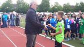 Spielführer Hannes Vogl bei der Siegerehrung