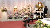 家族葬の無宗教葬儀の祭壇