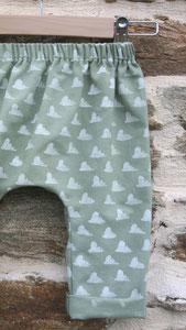 Mode éco-responsable : vêtements pour bébé, enfant et femme en tissu biologique peint main et tricot en fibres recyclées. Fabrication française.