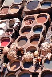 皮に色を染める工場「タンネリ」