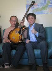 社長も私もギター好き。たまにギター教室と化してます(笑) 「太田社長、ギターセッション、じゃなくて事業拡大に向け尽力します!」(写真は私の愛器Gibson ES-335 '66)