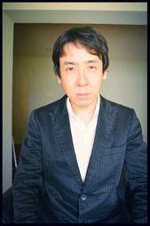 "<img src=""../images/sample.jpg"" alt=""公認心理師 井上陽平"" />"