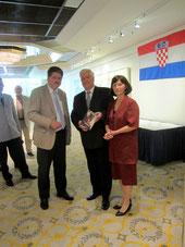 Winfried Gburek (li.), Konsul Stanko Lipnjak und seine Gattin Sanja Lipnjak.