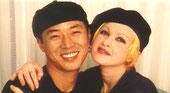 米国にて。NHK BSキャスター時代     世界の歌姫シンディと。